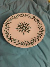 round white and green floral ceramic plate Fenton, 63026