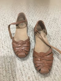 Bought from clarks size is 8 w ,it is in good condition  551 km