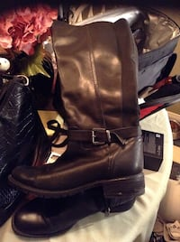 pair of women's black boots size 9