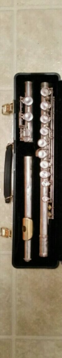 Armstrong silver flute and case  2060 mi