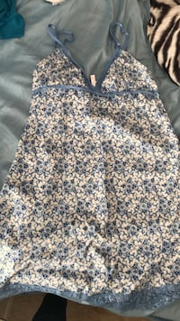 white and blue floral sleeveless dress Melbourne, 32935