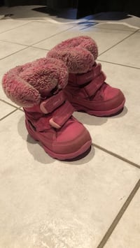 pair of red winter boots East Gwillimbury, L0G 1V0
