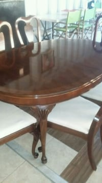 round brown wooden dining table Newark, 19713