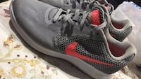 pair of white-coral-and-gray Nike running shoes Innisfil, L9S
