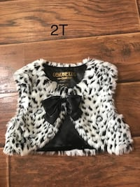 Like new holiday faux fur vest 2T Taylors, 29687