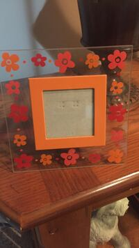 Small clear and orange floral photo frame London, N5Y 3N1