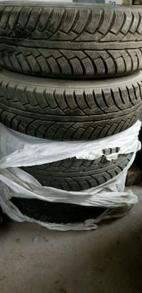 4x Winter Tires (10/32) with rims 215/70/16 Montreal