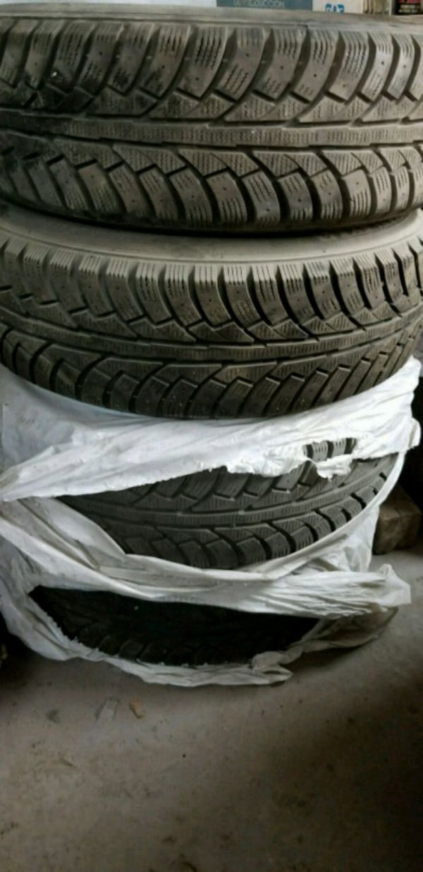 4x Winter Tires (10/32) with rims 215/70/16 63a78442-792a-4c35-86ca-83102ca729fc