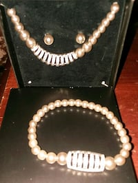 Glestining pearlesque gift gift set. Youngstown, 44503