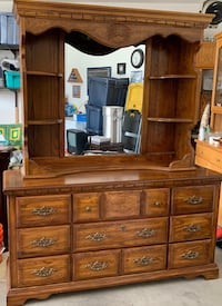 American drew oak dreaser with hutch