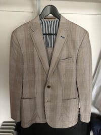 gray notch lapel suit jacket Bethesda, 20814