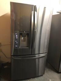 LG FRENCH DOORS BLACK STAINLESS REFRIGERATOR WITH ICE MAKER AND WATER DISPENSER 2018 MODEL Los Angeles, 90032