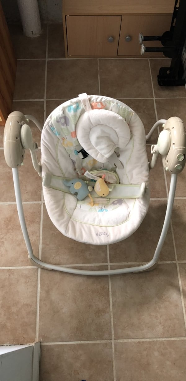 Comfort harmony Cradling Baby Bouncer by Bright Stars 0