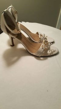 white leather bow accent peep toe ankle strap pump Dartmouth, B2W 6R6