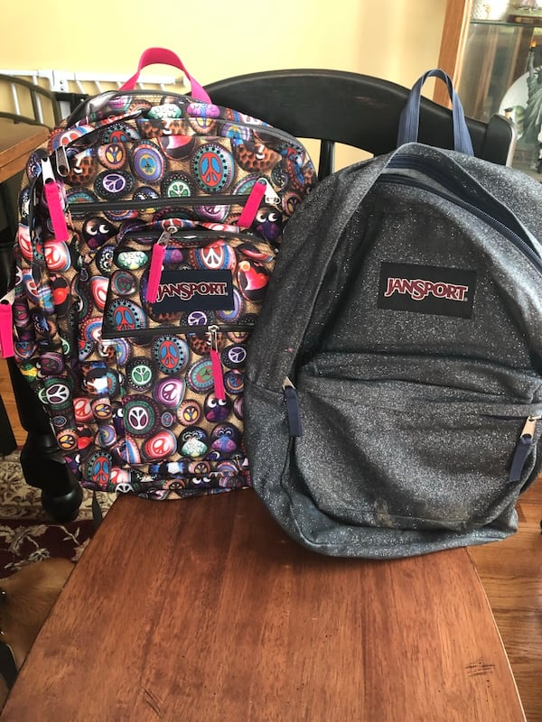 2 Jansport backpacks 63678245-0381-41d6-ad32-38d9ebf221f5