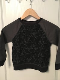 Cute unisex sweater - size 5 Whitby, L1R 0L7