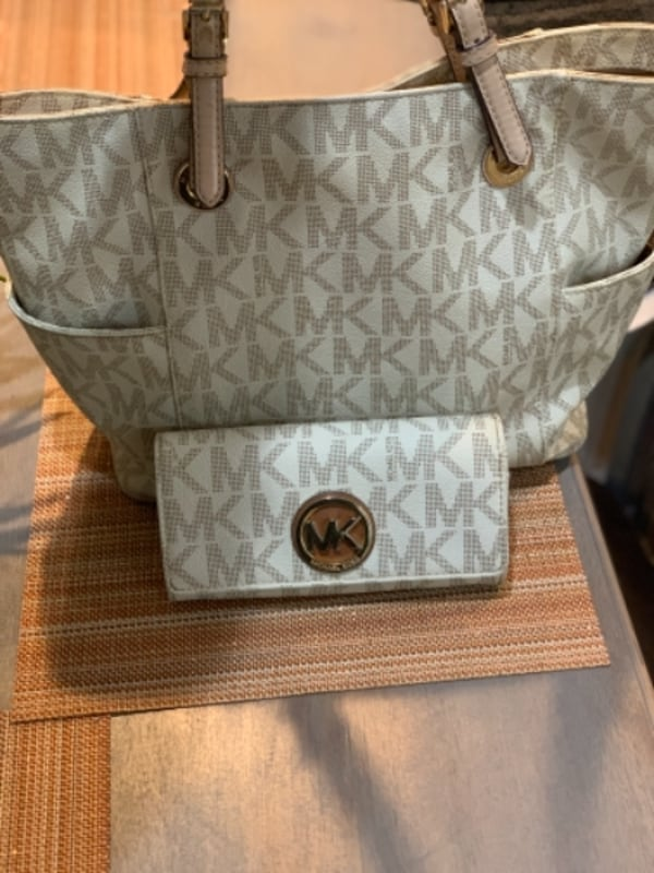 Michael Kors Vanilla Cream Tote and Wallet 382a520b-0109-4930-baf4-f5244694d49d