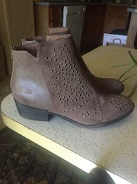 pair of gray leather boots Eugene, 97403