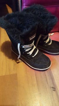 black and white sheepskin lace-up boots Port Alberni, V9Y