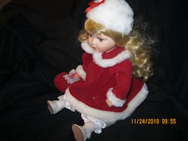 """NOW $34 from $45 *** 10"""" ANIMATED MUSICAL Doll with CERAMIC Head & Hands & FAUX Lashes"""