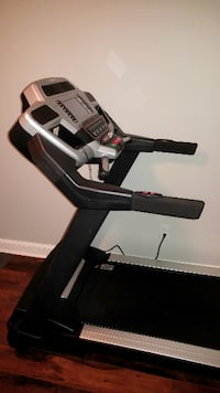 Sole Fitness S77 Non-Folding Treadmill (Excellent Condition - Never Used!!)