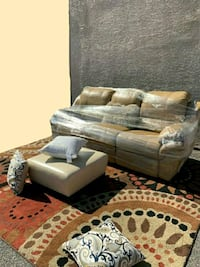 Beautiful recliner leather sofa  Las Vegas, 89104