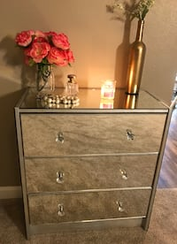3-drawer mirrored dresser with crystal knobs Fair Oaks, 95628