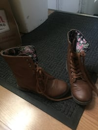 pair of brown leather combat boots Clinton Township, 48035