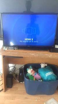 black flat screen TV with remote Los Angeles, 90062