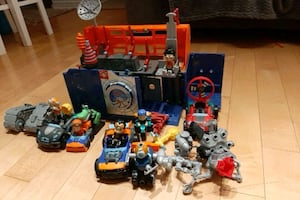 Rusty Rivets play house with accessories