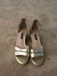 Cute and casual metallic Nine West sandels