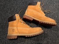 Women's size 8 Timberlands with cleaner Sioux Falls, 57106