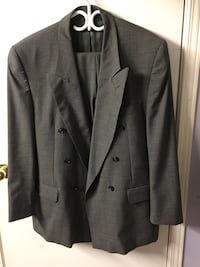 Pick up days : Tuesday Feb 19,2019. Wednesday feb 20,2019 .Gray notch lapel suit jacket Toronto, M8W 3R3