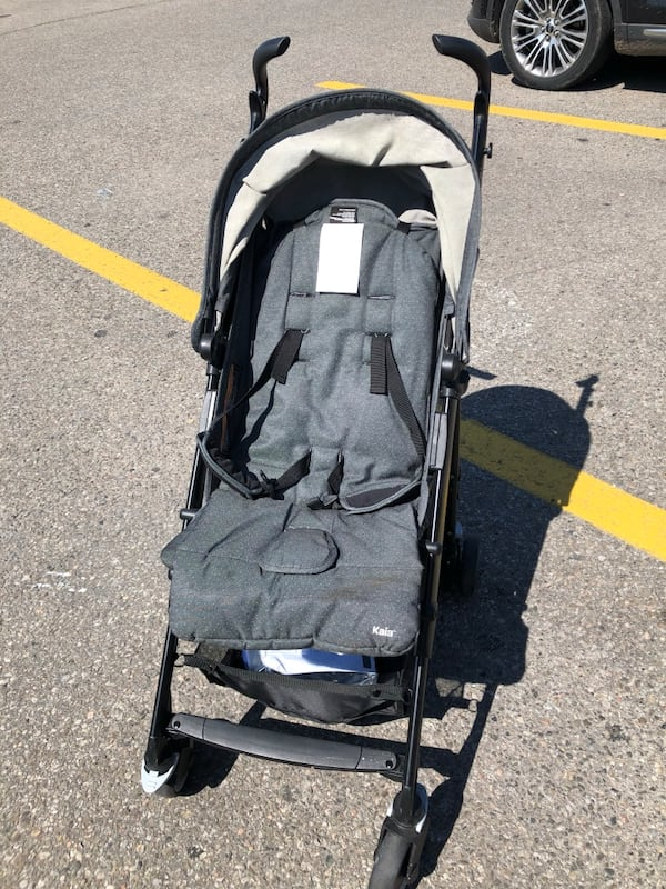 Fold up umbrella stroller. Great for travel 0
