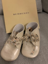 Burberry baby leather shoes Innisfil, L9S 4Z6