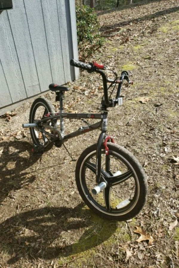 black and red BMX bike ffc815ad-b9ce-4dca-9581-4f225b3c2583