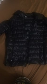 Black zip-up bubble jacket Toronto, M3C 1C5