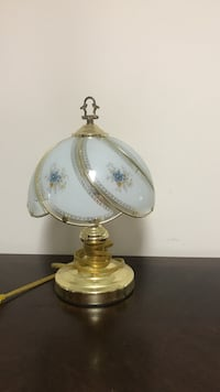 brass and white table lamp Winchester, 22601