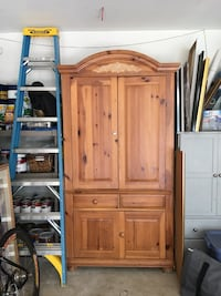Solid pine broyhill armoire entertainment center Clifton, 20124