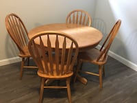 wooden dining table set- in great condition and with table extension Laval, H7N 2T9