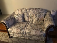 gray and white floral fabric loveseat Montréal, H1R 3G2