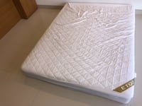 white and gray bed mattress null
