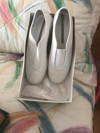 pair of gray leather heeled shoes Lawrence, 01843