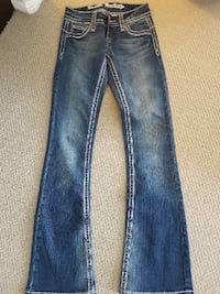 Blue-washed denim jeans Lethbridge, T1H 7B4