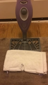Shark steamer with two pads in New Condition Mill Creek, 98012
