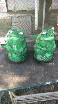 two green frog figurines Detroit, 48219