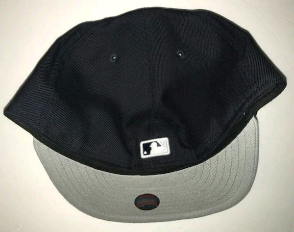 81f35e6b5e0 Used 7 5 8 NY YANKEES FITTED HAT   MATCHING SOCKS. for sale in ...