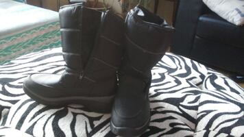 Women's Cougar Winter boot size 7M - Gently Used Black