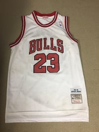 white and red Chicago Bulls 23 jersey Ottawa, K1Y 2E9