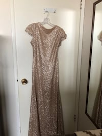 Gold glittery scoop-neck cap-sleeved long gown